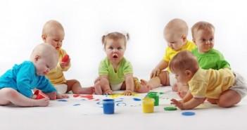 5 Babies Playing