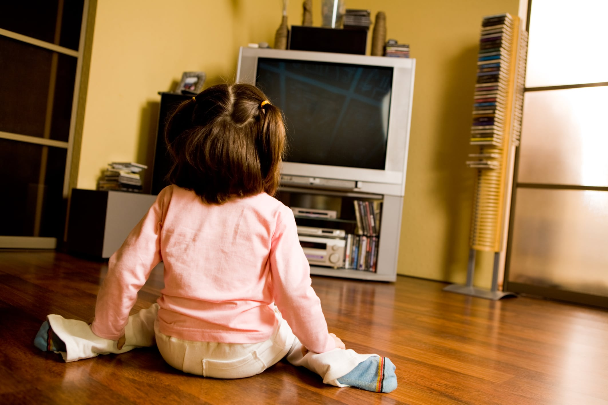 negative effects of tv on family Tv watching is associated with bullying and lowered overall math achievement negative effects of tv could be symptoms of broader family and household dynamics.