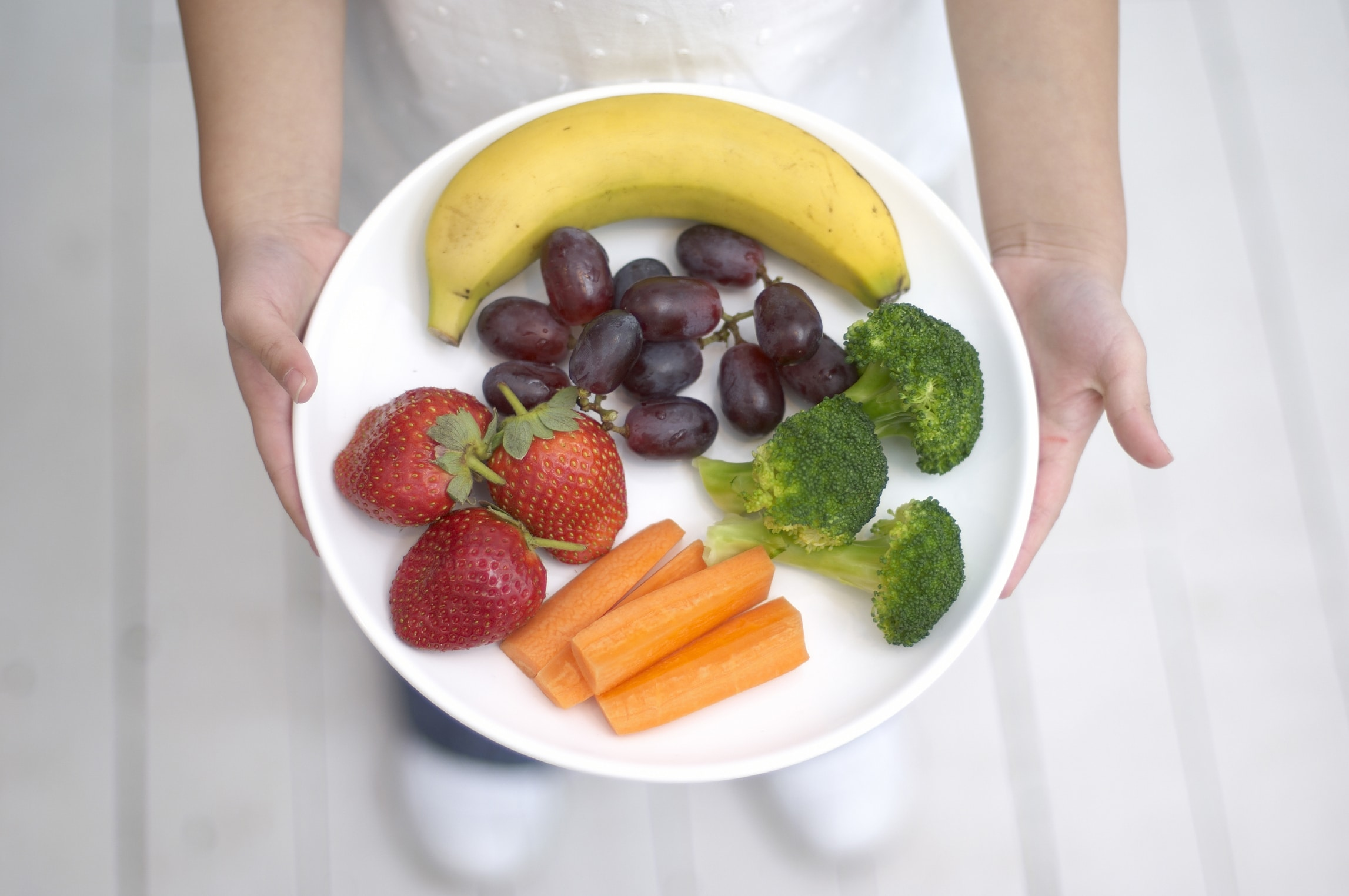 Picture of a plate of fruit and vegetables